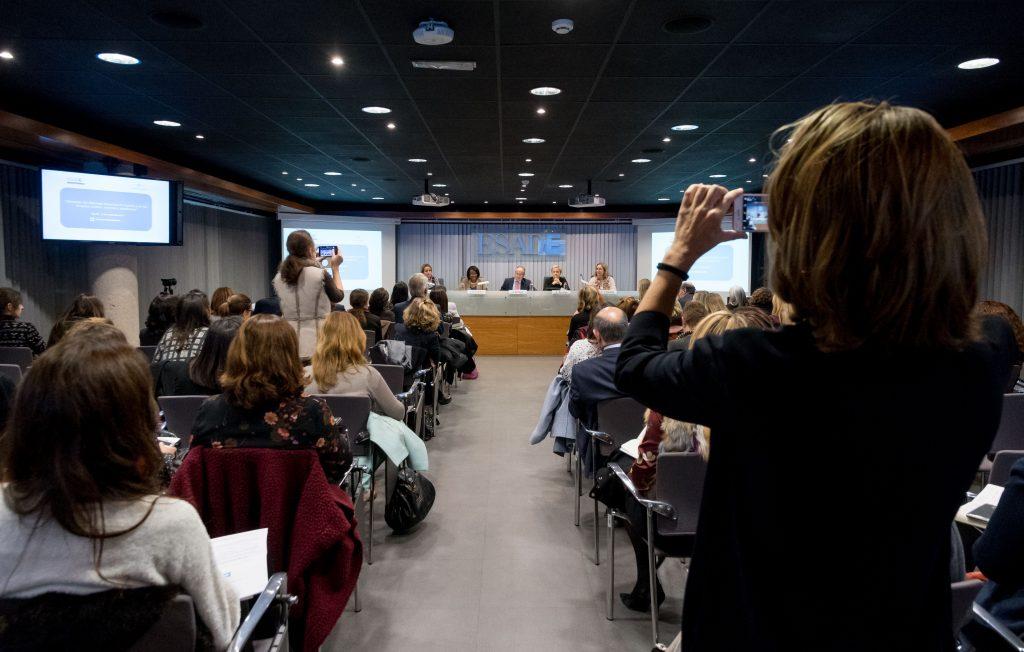 ESADE. SITUACION DEL LIDERAZGO FEMENINO EN ESPAÑA Y EN LOS EEUU